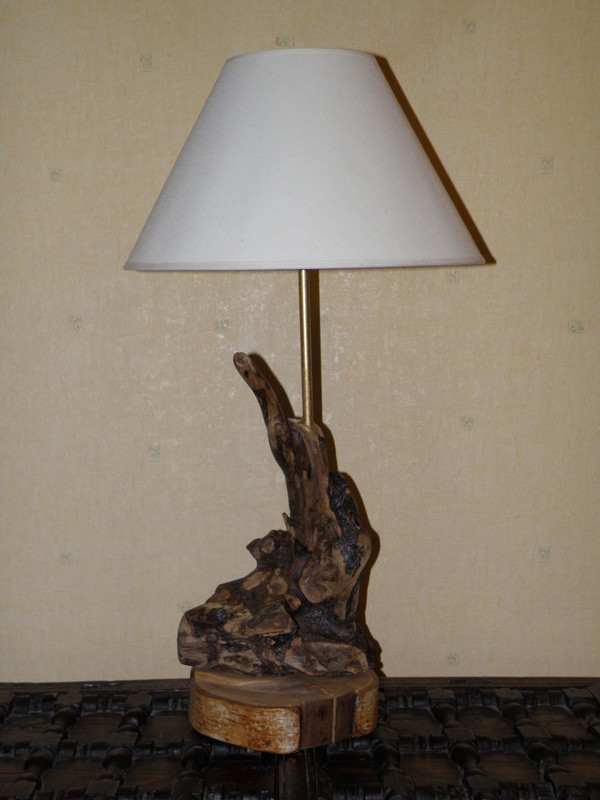 Lampe en bois flott sur socle en bois de bouleau n 7 for Creer sa lampe en bois flotte