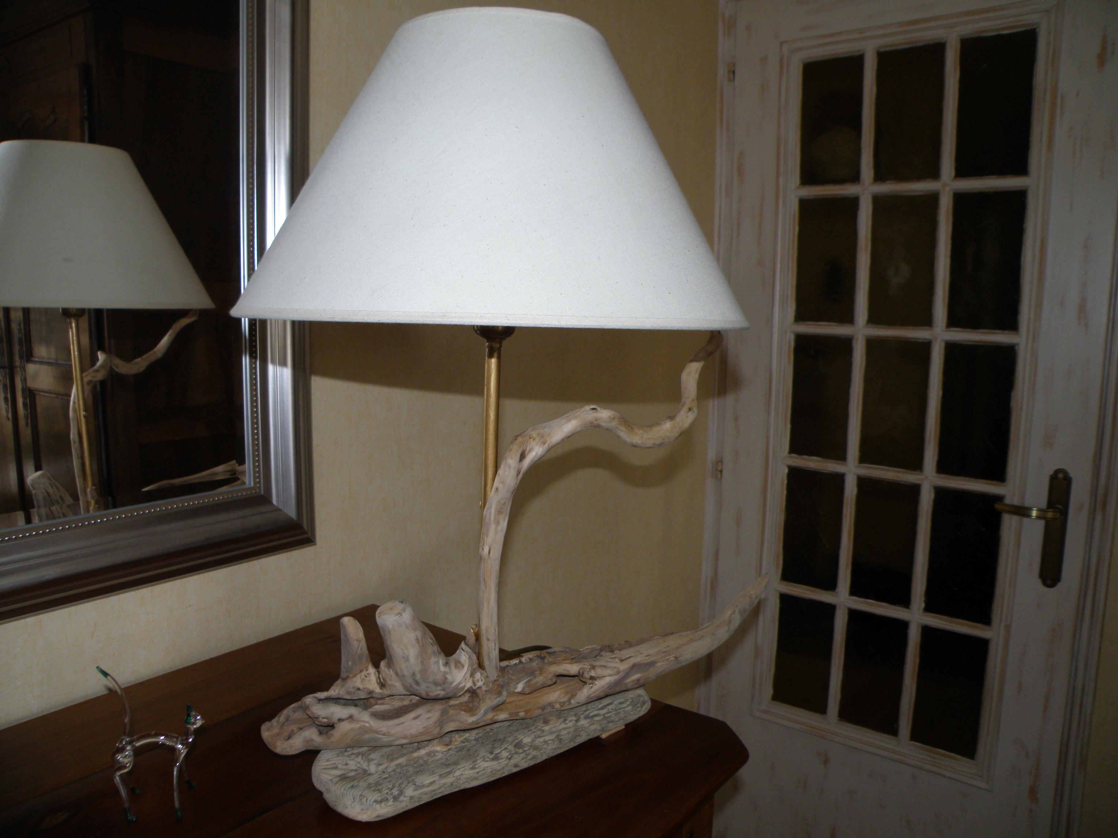 Lampe en bois flott s n 81 for Lampe en bois artisanale